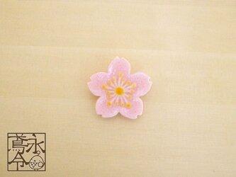 ブローチ 乳白ピンク色の桜の画像