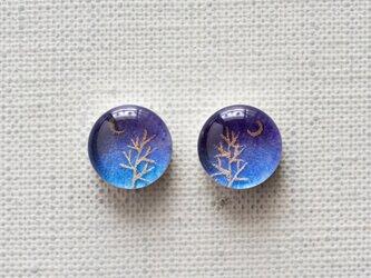 まるい耳飾り36/三日月と金の木の画像