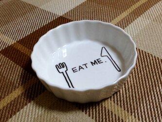 お皿アート【EAT ME】の画像