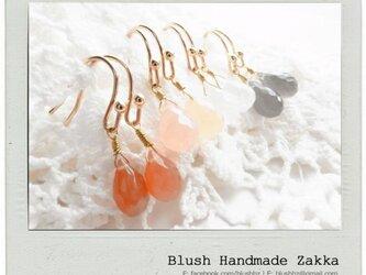 Blush Handmade Zakka:雨滴形状天然石ムーンストーン金メッキピアスの画像