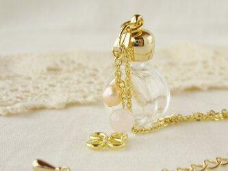 アロマペンダント ガラス香水瓶 ラウンド ローズクォーツ/淡水パール(AKB-016-F)の画像