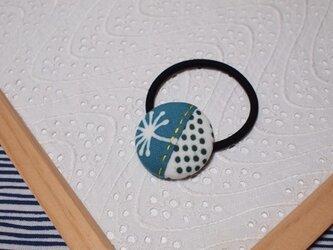 青い綿毛の手ぬぐいヘアゴムの画像