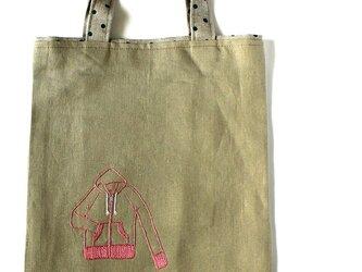 ピンクジップアップパーカの手刺繍リネンぺたんこバッグの画像