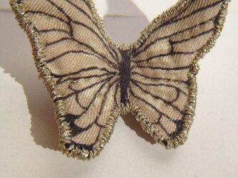 憂鬱な蝶ブローチの画像