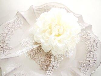 入園入学卒業、結婚式に大人可愛いコサージュ・ダリアナチュラルホワイト4の画像