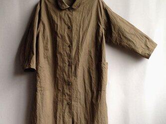 ゆったりなコートドレス  サファリの乾いた茶色の画像