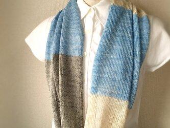 コットンとリネンの機械編みスヌード ライトブルー×グレーの画像