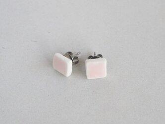 陶の四角ピアス 桜色の画像