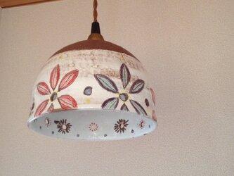 花のランプシェードの画像