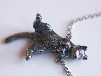 ごろん猫ペンダントの画像