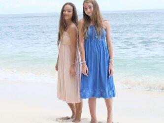ハイビスカス刺繍アイランドドレス<マリンブルー>の画像