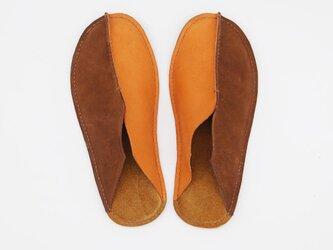 革の手縫いスリッパ 茶×オレンジ レディースの画像