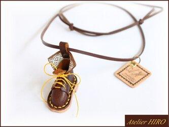《こびとのブーツ③R》本革手縫いネックレスの画像