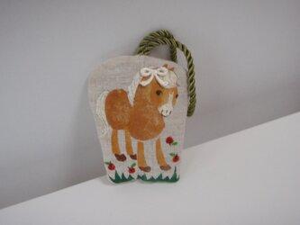 ビスケット色の小さな馬の飾り cの画像