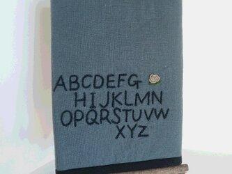 アルファベット刺繍のマルチケースの画像