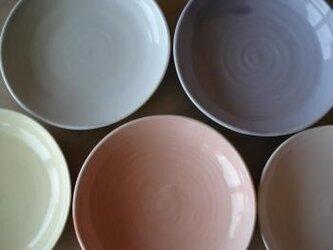 パステル釉の皿の画像