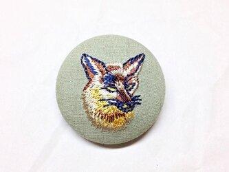 刺繍ボタンブローチ 「キツネ」の画像