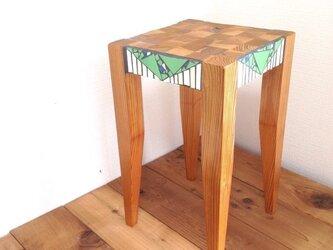 モザイクタイル 木製スツールの画像