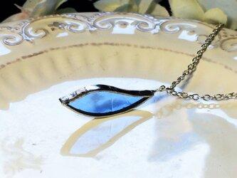 ステンドグラス 花びらのネックレス~アクアブルー~の画像