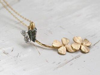 クローバーと蝶々のネックレス K14GFチェーンの画像