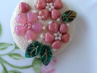 桜のブローチの画像