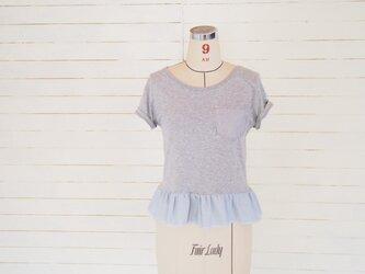 グレー ダンガリーフリルのリメイクTシャツの画像