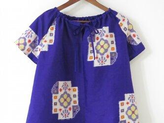 江戸紫銘仙の半袖チュニックブラウスの画像