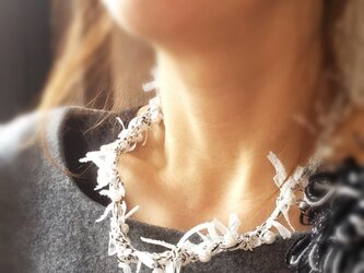 リボンとパールのネックレス Wの画像