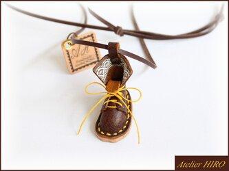 《こびとのブーツ③L》本革手縫いネックレスの画像
