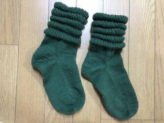 手編み靴下・段々緑の画像