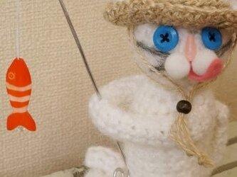 釣り猫(白)の画像