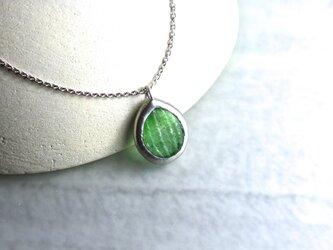 ガラスのネックレス forest green(leaf)の画像
