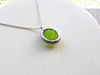 ガラスのネックレス lime greenの画像
