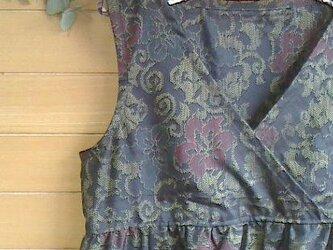 大島紬 黒に金茶と赤・青花柄 カシュクールOPの画像