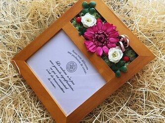 ピンクのガーベラの写真立て 誕生日の贈り物にピッタリ!!(ナチュラル)の画像