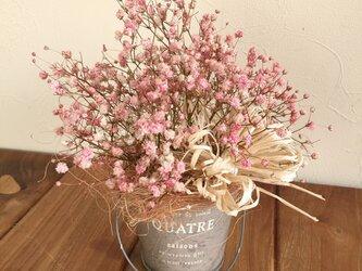 かすみ草のナチュラルアレンジ ピンクの画像