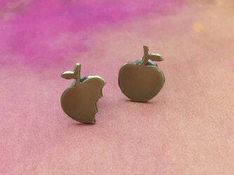 金のリンゴ 小さなスタッドピアスの画像