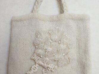 ニットバッグ 白の花束の画像
