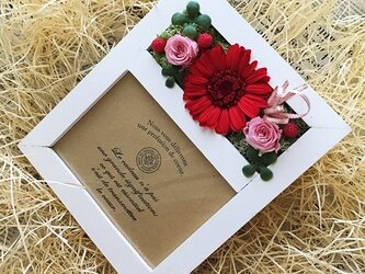 プリザ―ブドフラワーガーベラレッドの写真立て誕生日の贈り物にピッタリ!!(ホワイト)の画像