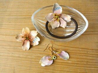 ATOSシリーズ 春香る桜のブローチの画像