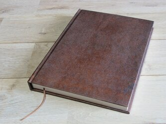 ハードカバーのA5ノート (柿渋染)の画像