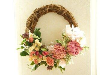 pink wreathの画像