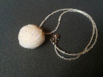 まんまるビーズのネックレスの画像