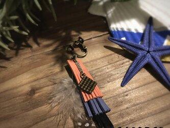 レザー&フェザーのイヤリングの画像