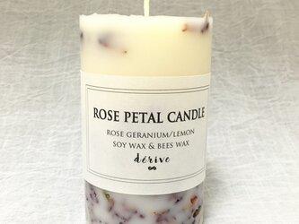 rose petal candleの画像