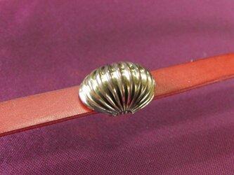 真鍮ブラス製 大人のモダン蛇腹デザインドーム型帯留め 着物や浴衣の帯締め飾りにの画像