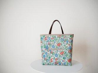 リバティ ラミネートフロントポケットバッグ 「Emily」レッド・ブルー系の画像