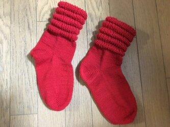 手編み靴下・段々赤の画像