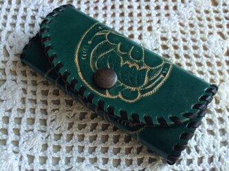 牛革カービングキーケース(緑・ラメ入り)の画像