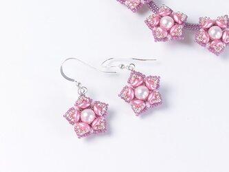 星型の花モチーフピアス・ピンクの画像